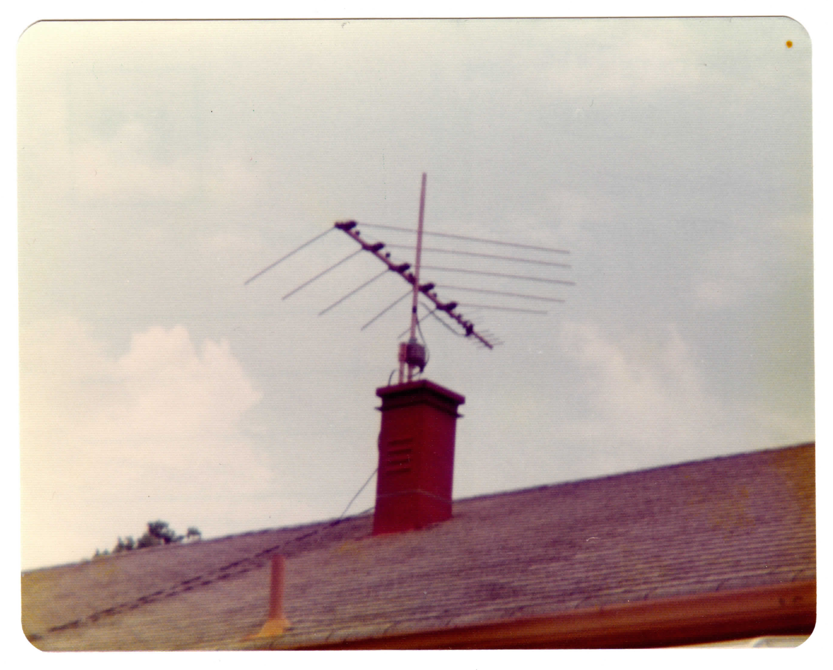 Dad's curiously short antenna mounting - the punishment antenna